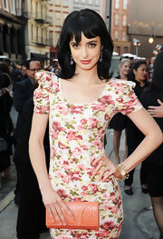 Krysten Ritter paired her floral frock with a variety of 18-karat gold modern rock candy and Glamazon bangles.