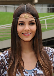 Victoria Justice attended the Teen Vogue Declare Your Denim Fashion Show wearing a hippie headband in an abstract design.