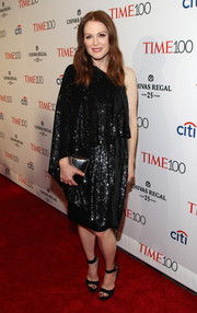 Going all out with the shimmer, Julianne Moore accessorized with a metallic silver clutch, also by Givenchy.