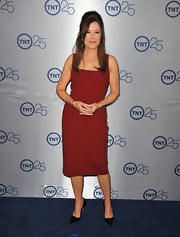Mary McDonnell stuck to a very mature look with a sleeveless wine red dress.