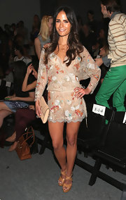 Jordana Brewster look coolly coordinated in her no-fuss neutral platform sandals.