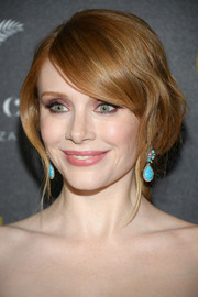 Bryce Dallas Howard's pink eyeshadow provided a beautiful contrast to her blue earrings.