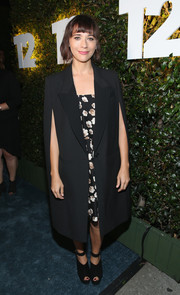Rashida Jones looked very formal in her black DKNY cape coat during Take-Two's E3 kickoff party.