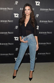 Emily Ratajkowski made boyfriend jeans look so sexy!