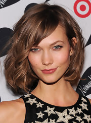 Karlie's softly curled chin-length bob beautifully highlighted her strong features—like those super-covetable cheekbones!
