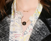 Anna Kendrick paired this arrow-shaped pendant with a cool spherical charm for a simple but elegant red carpet look.