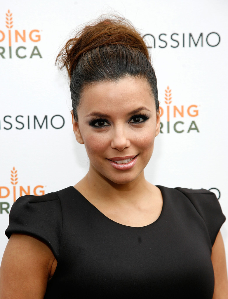 Eva Longoria attends the Tassimo Brewbot Cafe opening on May 3, 2011 in New York City.