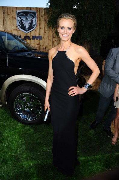 Taylor Schilling Evening Dress [the lucky one,dress,clothing,little black dress,shoulder,fashion,haute couture,formal wear,luxury vehicle,car,red carpet,red carpet,taylor schilling,grauman,chinese theatre,california,hollywood,warner bros. pictures,premiere,premiere]