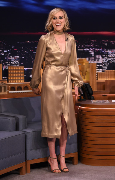 Taylor Schilling Evening Sandals [taylor schilling,the tonight show starring jimmy fallon,fashion model,dress,fashion,girl,leg,flooring,outerwear,formal wear,model,fashion design,new york city,rockefeller center]