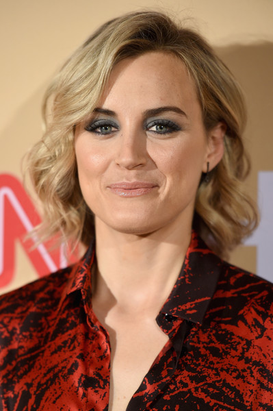 Taylor Schilling Smoky Eyes [hair,face,hairstyle,blond,eyebrow,beauty,lip,chin,long hair,layered hair,arrivals,cnn heroes 2015,red carpet arrivals,taylor schilling,new york city,cnn heroes,american museum of natural history]
