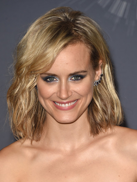 Taylor Schilling Medium Wavy Cut [hair,face,eyebrow,blond,beauty,chin,human hair color,hairstyle,layered hair,forehead,taylor schilling,2014 mtv video music awards,room,press room,inglewood,california,the forum]