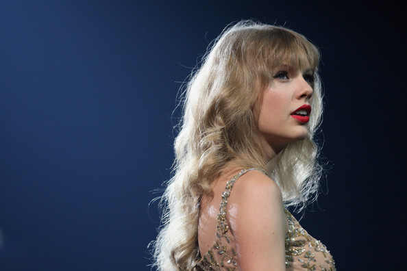 Taylor Swift Long Curls [hair,blond,beauty,lip,lady,hairstyle,chin,fashion,long hair,model,taylor swift live,stage,auckland,vector arena,new zealand,taylor swift]