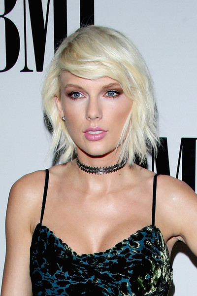 Taylor Swift Messy Cut [hair,face,blond,hairstyle,beauty,chin,lip,bangs,shoulder,bob cut,arrivals,taylor swift,bmi pop awards,beverly hills,california,beverly wilshire four seasons hotel]