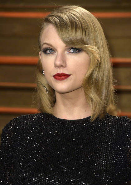 Taylor Swift Medium Wavy Cut