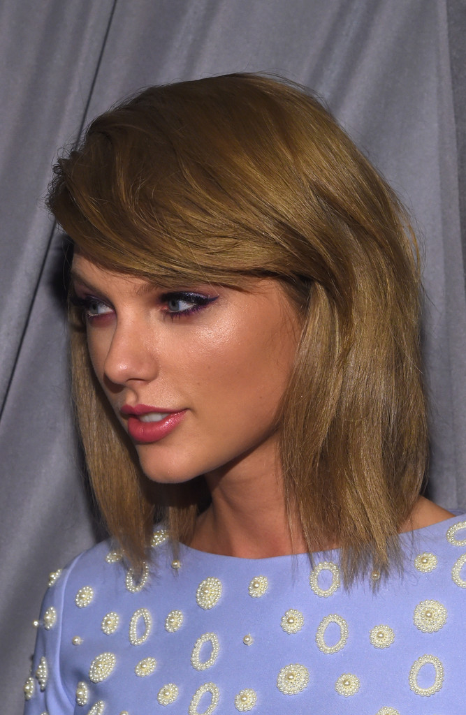 Taylor Swift Medium Straight Cut With Bangs Taylor Swift