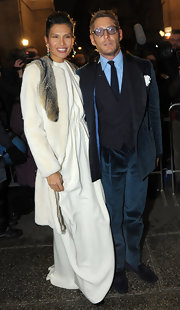 Lapo Elkann chose a blue velvet tuxedo for the Teatro Alla Scala opening.
