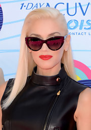 Gwen wore her signature bottle blond locks in a deep side-part.