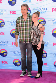 Dax Shepard attended the Teen Choice Awards looking casual in a checkered button-down shirt, washed-out jeans, and sneakers.