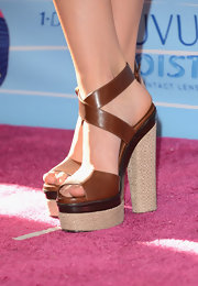 Candice Accola stood tall in a pair of ultra-high brown platform sandals at the 2012 Teen Choice Awards.
