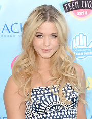 Sasha Pieterse went for the blonde bombshell look with flowing blonde curls.