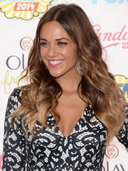 Jana Kramer wore her hair in a lovely stream of waves during the Teen Choice Awards.