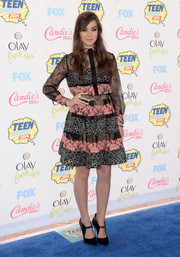 Hailee Steinfeld opted for a conservative black and pink lace dress by Elie Saab when she attended the Teen Choice Awards.