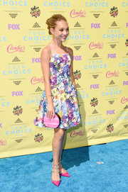 For her bag, Maddie Ziegler chose a marbled pink clutch by Edie Parker.