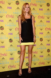 Bella Thorne was a leggy beauty at the Teen Choice Awards in a black mini dress with a yellow hem and gold accents on the shoulder straps.