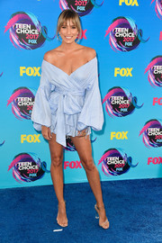 Renee Bargh looked fashion-forward in a pastel-blue off-the-shoulder mini dress at the 2017 Teen Choice Awards.