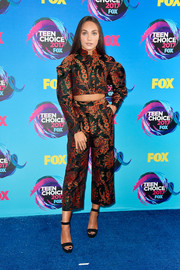 Maddie Ziegler flashed some abs in a printed cropped jacket by Zac Posen at the 2017 Teen Choice Awards.