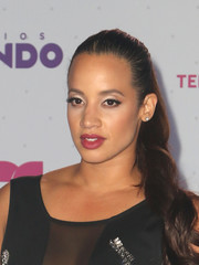 Dasha Polanco attended the Premios Tu Mundo wearing her hair in a lovely wavy ponytail.