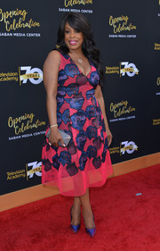 Niecy Nash oozed sweetness in a hot-pink and blue floral mesh cocktail dress at the Television Academy's 70th anniversary gala.