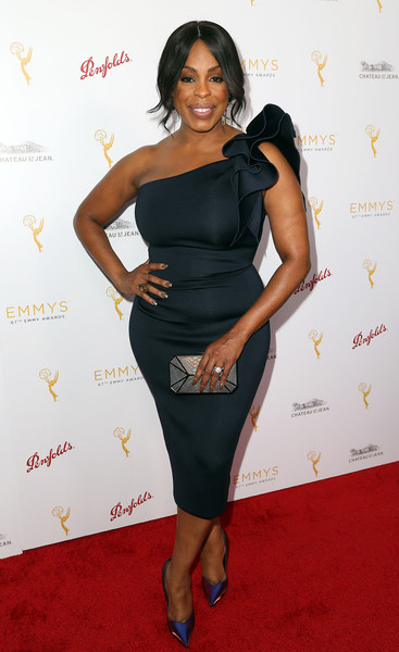Niecy Nash kept it classy all the way down to her pointy blue satin pumps.