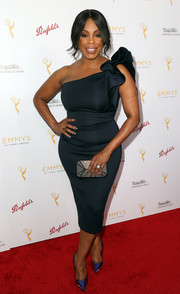 Niecy Nash looked like an exotic flower in bloom in this sculptural one-shoulder LBD during the cocktail reception celebrating the 67th Emmys.