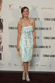 Maria Valverde looked fetching in a strapless ribbon-print dress at the 'Tengo Ganas de Ti' photocall.