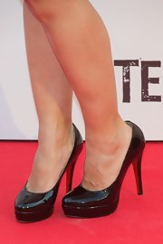 Leire Martinez rocked a classic look with a pair of patent platforms at the Madrid premiere of 'Tengo Ganas de Ti.'