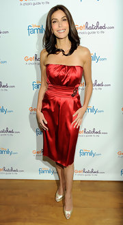 "Teri Hatcher showed off her red strapless dress while attending the launch of ""Gethatched.com""."