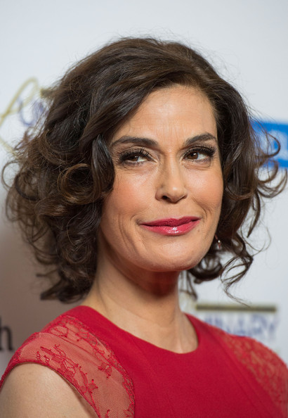 Teri Hatcher Curled Out Bob [hair,face,hairstyle,eyebrow,chin,lip,beauty,ringlet,brown hair,forehead,arrivals,teri hatcher,beverly hills,california,regent beverly wilshire hotel,ucla head neck surgery luminary awards]