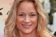 Teri Polo Medium Wavy Cut