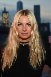Jessica Hart framed her pretty face with golden waves for the Thakoon fashion show.