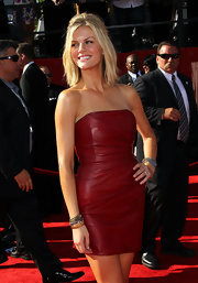 Brooklyn Decker looked red hot at the ESPY Awards in a chic half up-half down tousled 'do.