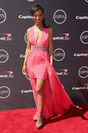 Shaun's V-neck fishtail dress showed off some major leg while still looking super classy on the red carpet.