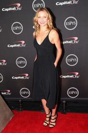 Cameron Diaz was classic and sexy at the ESPYs in a low-cut LBD by Reed Krakoff.