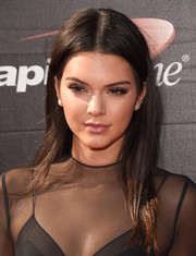 Kendall Jenner stuck to her usual straight center-parted style when she attended the ESPYs.