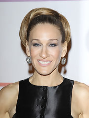 Sarah Jessica Parker wore a pair of rose cut diamond cluster earrings at the 34th Kennedy Center Honors.