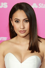 Francia Raisa wore her hair in a straight style with an off-center part at the ALMAs 2018.