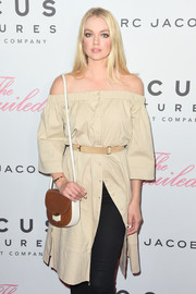 Lindsay Ellingson teamed a brown and white satchel with a beige off-the-shoulder dress for the New York premiere of 'The Beguiled.'