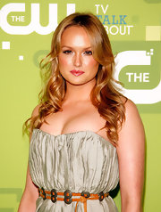 Kaylee Defer styled her hair in soft center part curls for the CW Upfront event.