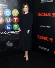 Vera Farmiga went for an understated look with this long-sleeve black midi dress at the New York premiere of 'The Commuter.'