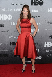 Amy Brenneman polished off her elegant red carpet look with a pair of black ankle-strap sandals.